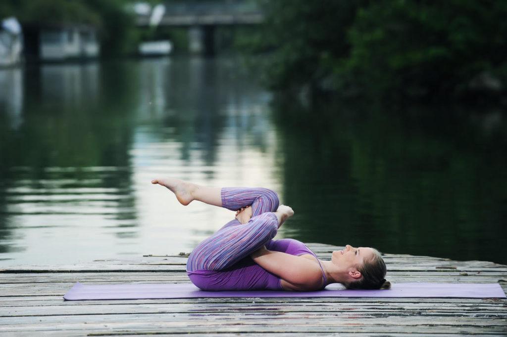 zdrava hrbtenica_tečaj joge_vadbaza zazdravo hrbtenico_ preprečiti bolečino v hrbtu