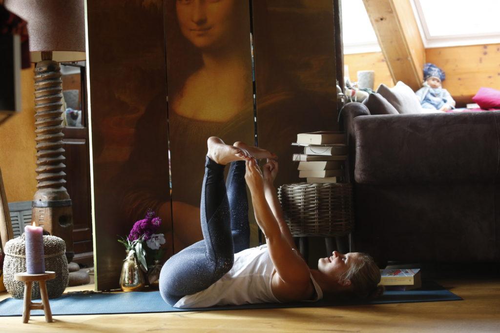mesečno perilo_ženska energija_povezava z žensko energijo_maternica_mooni_mokini yoga
