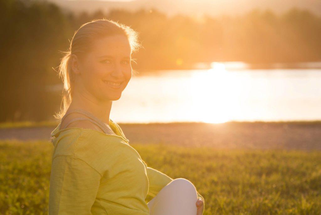simona vrhovec_prebujena_mokini yoga_zdravljenje prednikov